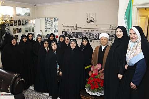 عکس یادگاری بانوان نماینده در موزه آیت الله هاشمی