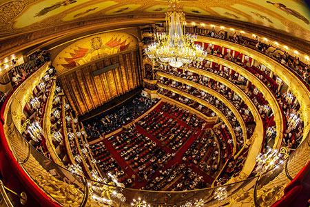 تالار بولشوی یکی از زیباترین و مشهورترین تالارهای جهان