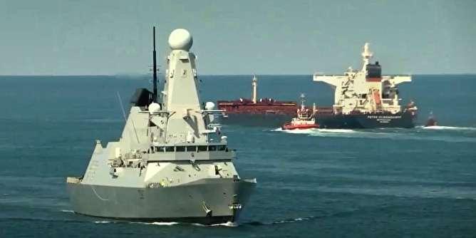 کشف «قایق بمبگذاری شده» در مسیر حرکت ناو انگلیسی به خلیج فارس