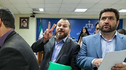 فیگور پیروزمندانه «عمار صالحی» در دادگاه مفسدان اقتصادی!