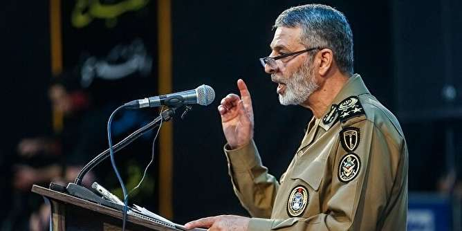 امیر موسوی: تنها راه رسیدن به دنیای مقبول، مقاومت در مقابل نظام سلطه است/ هرچه گاوتر و شیردهتر، به خواست آمریکا نزدیکتر