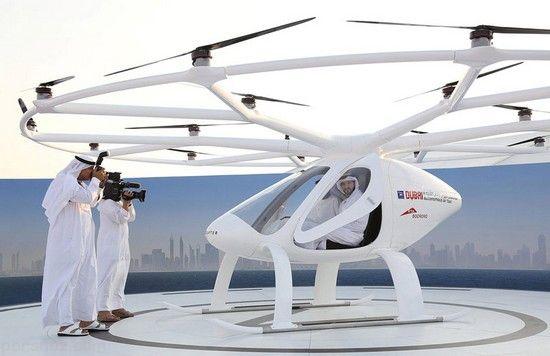 پسر شاهزاده دبی سوار بر اولین تاکسی هوایی + عکس
