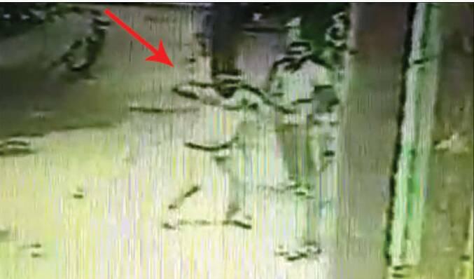 قاتل به تماشای فیلم جنایت اش نشست +عکس