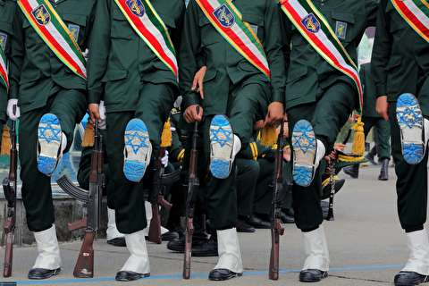 در حاشیه رژه مراسم دانشگاه افسری امام حسین/ پرچم رژیم صهیونیستی زیر پوتین پاسداران جای گرفت