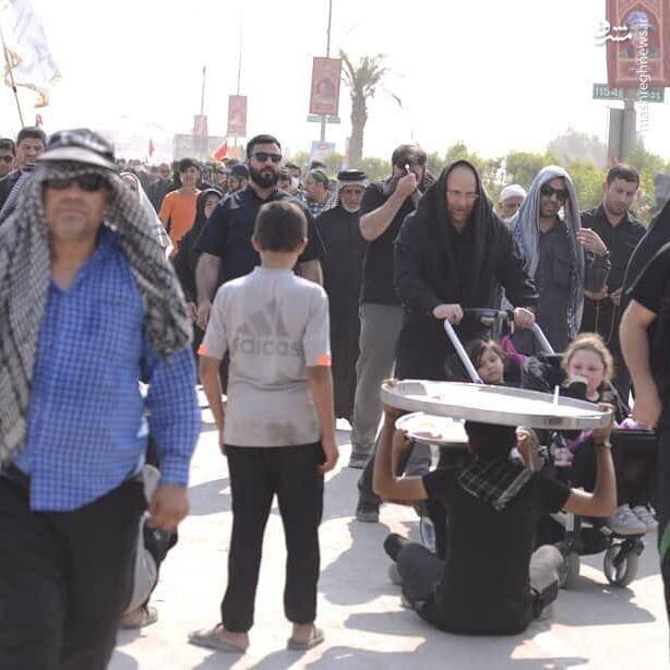 محمدباقر قالیباف در حال هل دادن کالسکه در راهپیمایی اربعین +عکس