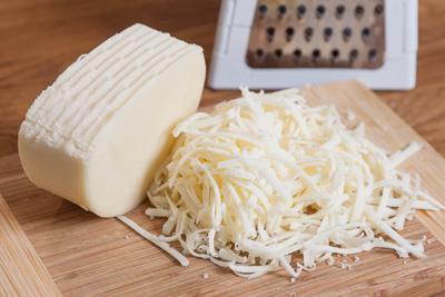 طرز تهیه پنیر پیتزا خانگی به 2 روش