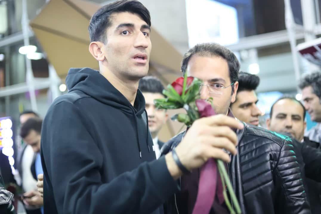 بیرانوند با استقبال هوادارانش به ایران بازگشت+ تصاویر