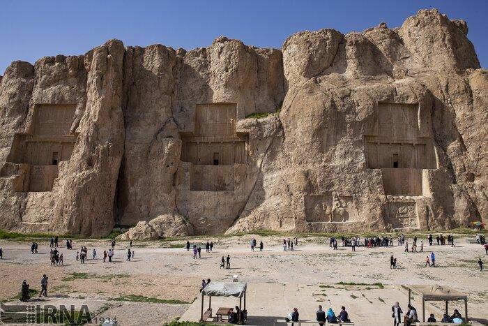 وقتی سنگها روایتگر تاریخ میشوند؛ «نقش رستم» سفر به دل تاریخ