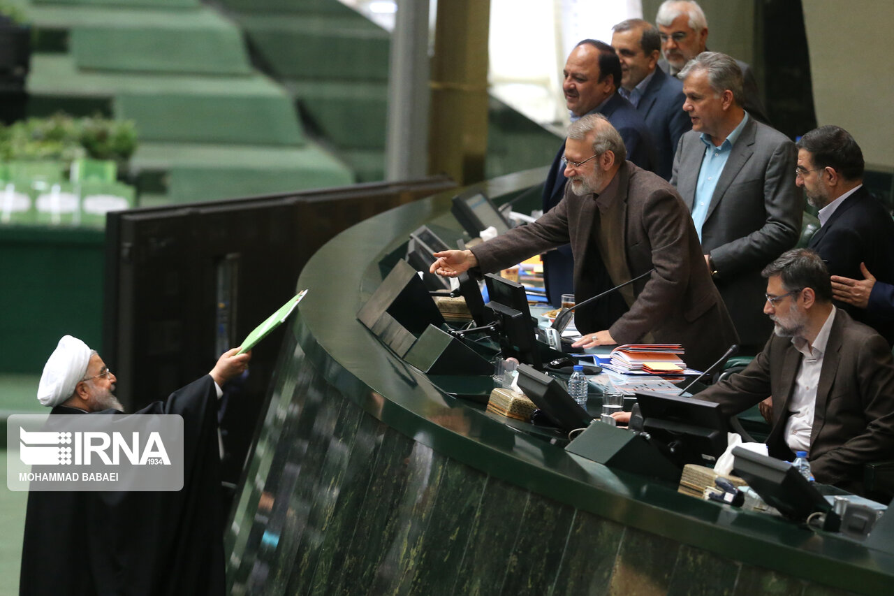 روحانی لایحه بودجه ۹۹ را تقدیم مجلس کرد +عکس