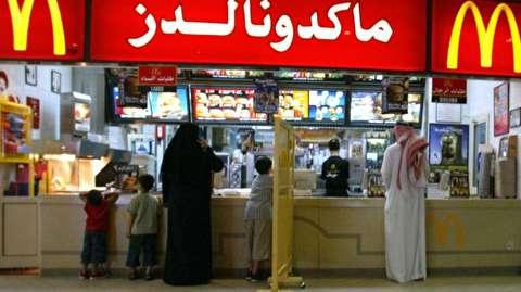 پایان تفکیک جنسیتی در رستورانهای عربستان!