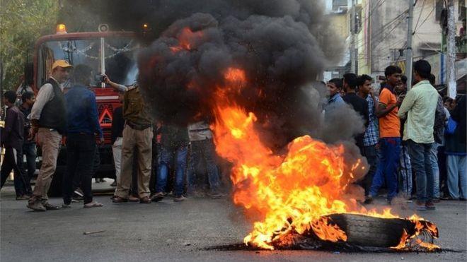 اعتراضات خشونتبار در هند در اعتراض به لایحه جنجالی +تصاویر