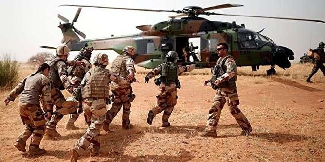 کشته شدن ۱۳ نظامی فرانسوی به علت برخورد دو بالگرد ارتش در مالی