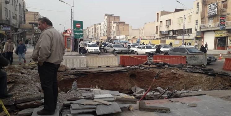 سقوط دو خودرو به گودالی در میدان کشاورز قم/۳ نفر جان باختند