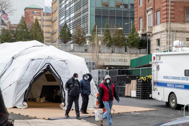 ایجاد سردخانههای موقت در آمریکا برای کشتهشدگان کرونا + تصاویر