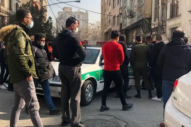دستگیری هوادار پرسپولیس در تجمع مقابل ساختمان باشگاه+عکس