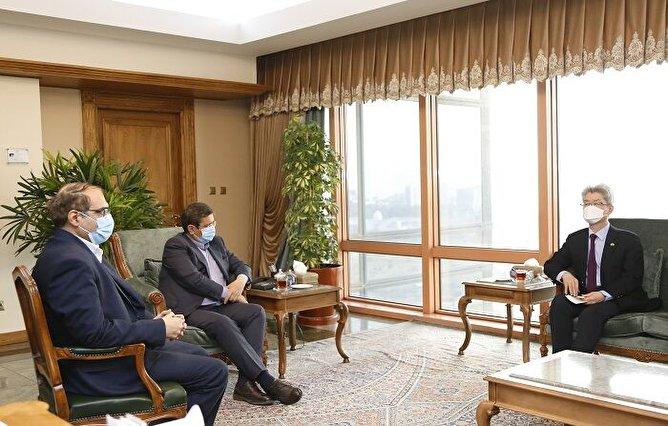 توافق ایران و کره جنوبی درباره انتقال منابع ارزی ایران/ توافقی که قیمت دلار را تا ۱۵ هزار تومان میشکند؟ + فیلم اظهارات رئیس جمهور