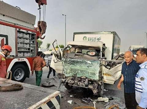 تصادف مرگبار کامیونت با مینیبوس در بزرگراه آزادگان