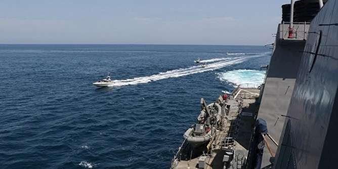 هشدار آمریکا به شناورهایی که به ۱۰۰ متری ناوها نزدیک شوند