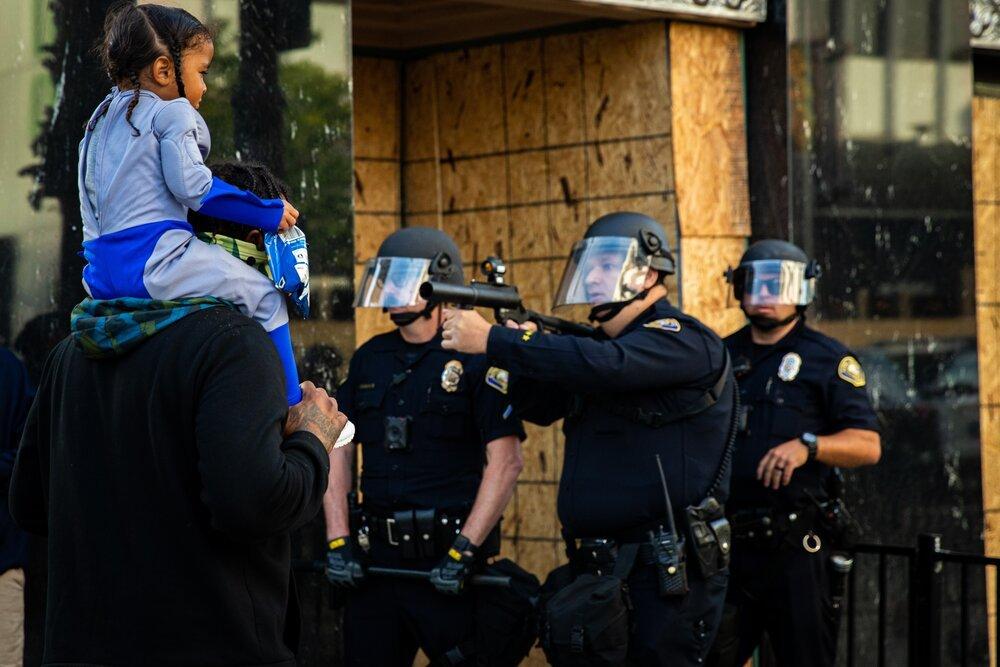 اسلحهکشی پلیس آمریکا به روی کودک/عکسی جنجالی در فضای مجازی
