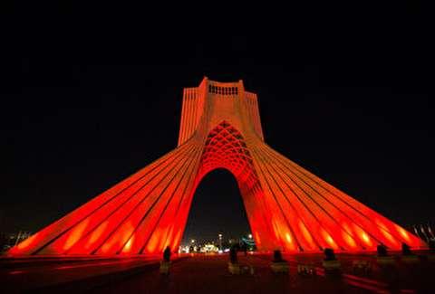 قرمز شدن برج آزادی همزمان با روز جهانی هموفیلی