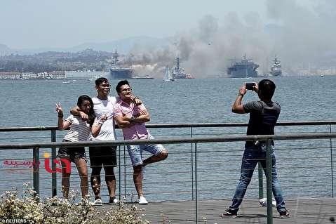 عکس یادگاری با لحظه آتش سوزی ناو جنگی آمریکا!