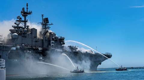 انفجار در کشتی جنگی آمریکایی به روایت تصویر