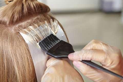 عوارض و خطرات استفاده زیاد از رنگ مو
