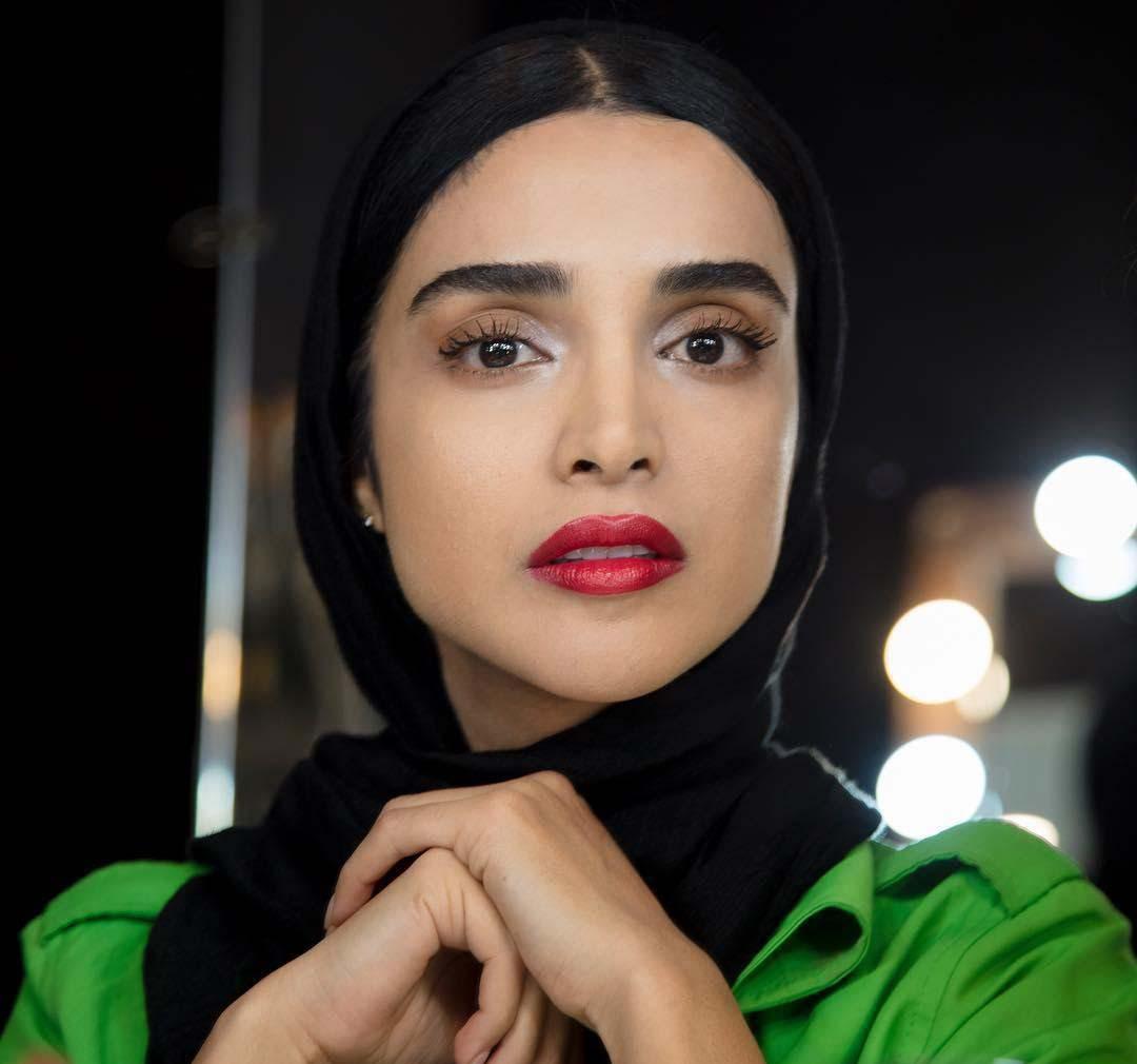 فیلم آب تنی الهه حصاری خانم بازیگر سریال ممنوعه در استخر بیوگرافی و عکس