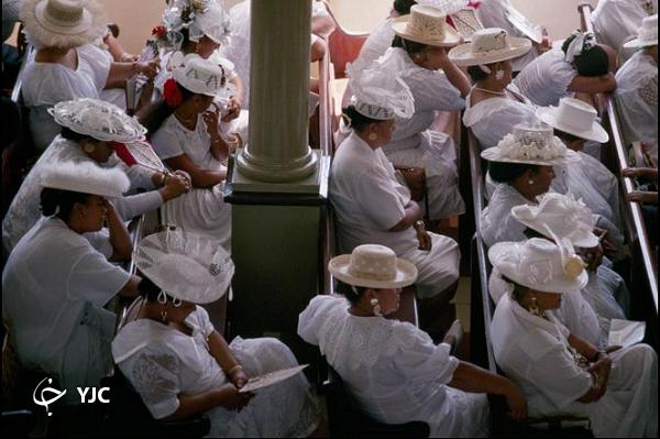 آیین مقدس زنان فرانسوی در کلیسا؛ عکس منتخب نشنال جئوگرافیک