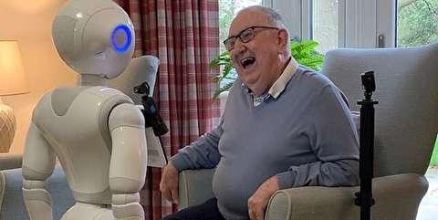 رباتهایی که تنهایی سالمندان را پر میکنند+فیلم