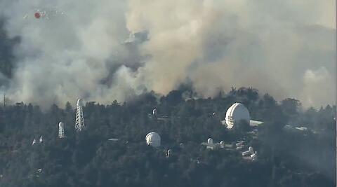 آتشسوزی در بزرگترین تاسیسات تلویزیونی کالیفرنیا + فیلم