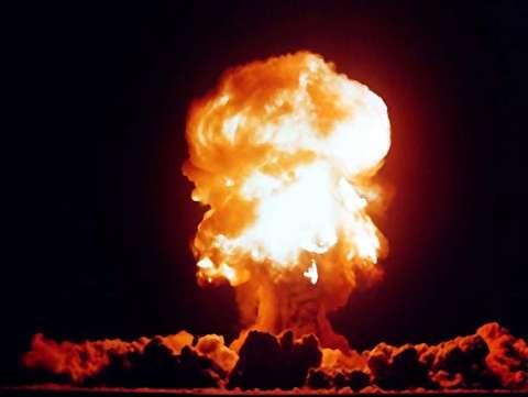 انفجار مینیبوسی پر از سیلندرهای گاز+فیلم