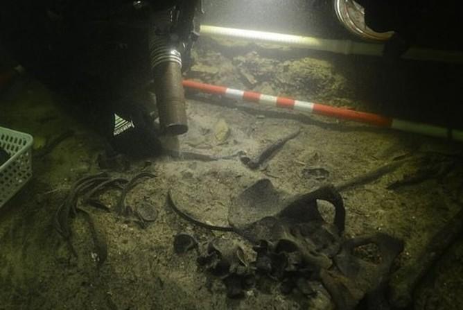 کشف اسکلت ۵۰۰ ساله یک سرباز در کف دریاچه