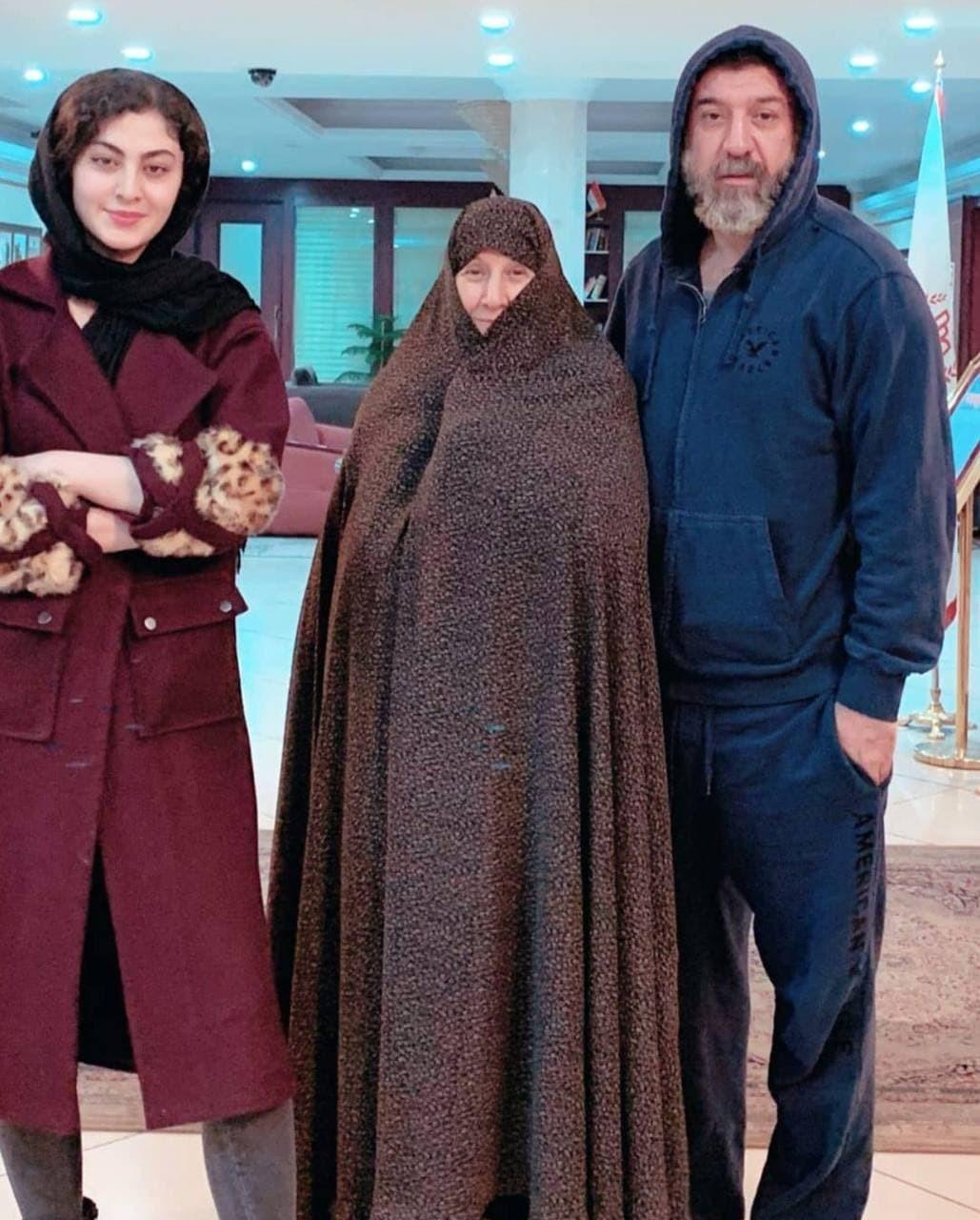 مریم مومن درکنار زندهیاد علی انصاریان و مادرش + عکس