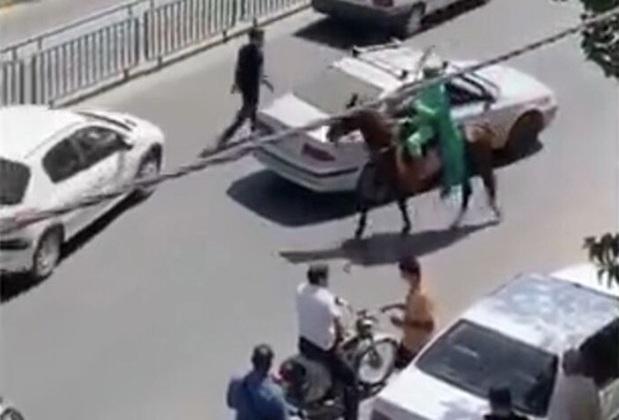 دستگیری فردی با اسب و لباس سبز در سطح شهر اصفهان+فیلم