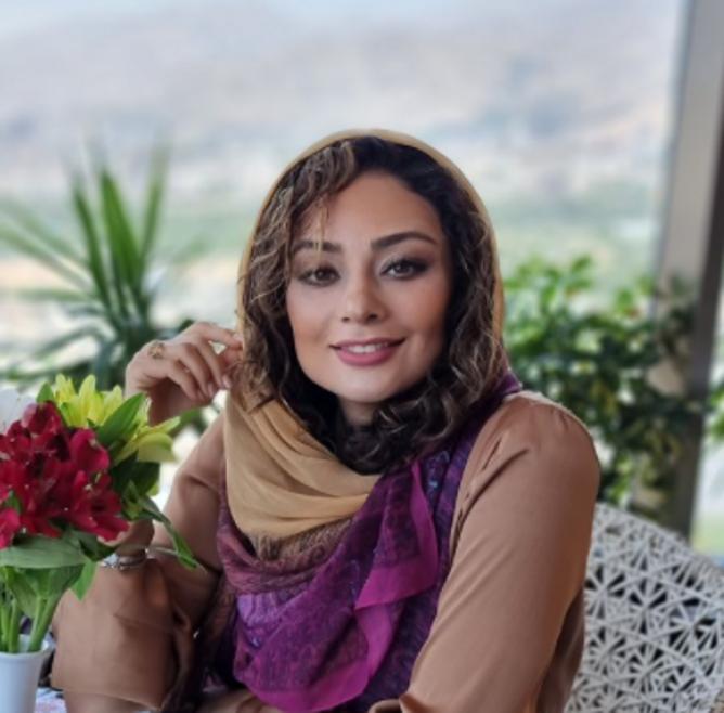 یکتا ناصر در اتاق پر از گلش +عکس