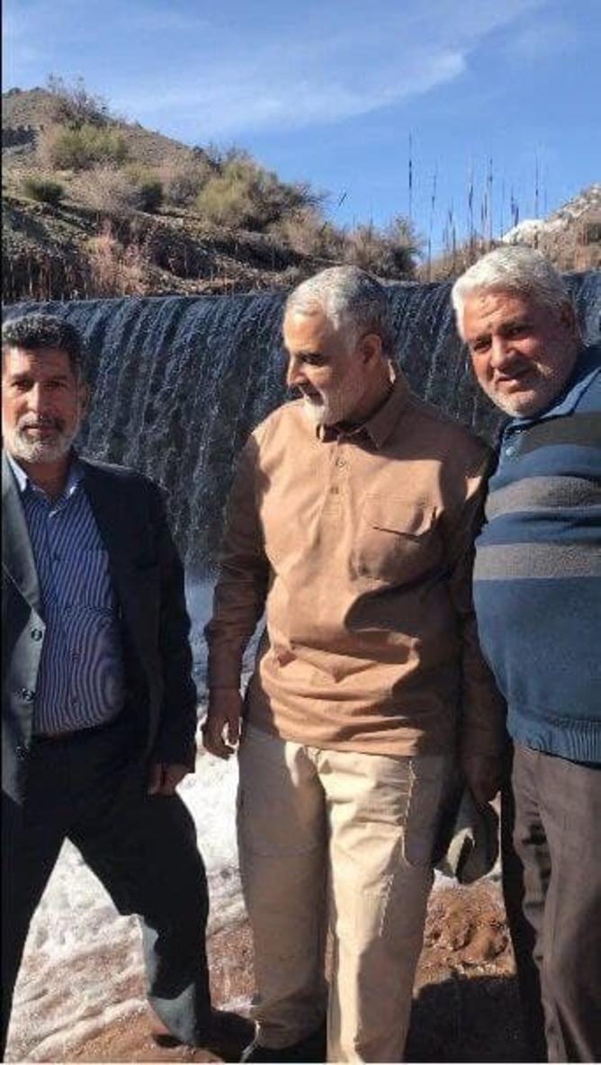 تصویر ماندگار سردار سلیمانی در بین اهالی قنات ملک