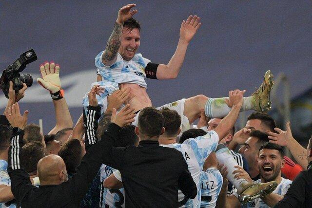 بعد از ۲۸ سال طلسم آرژانتین شکسته شد / نخستین جام ملی مسی + فیلم اهدای جام و خلاصه بازی
