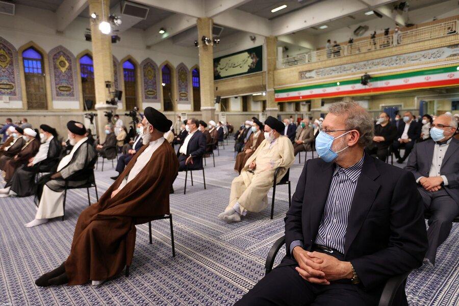 تکذیب غیبت علی لاریجانی در مراسم تنفیذ + عکس