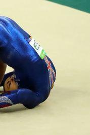 قرار بود این ورزشکار 17 ساله در المپیک تاریخساز شود، اما یک مصدومیت بسیار خطرناک مانع از صعود این ژیمناست به مرحله بعد شد. دونی بدون هیچ مشکلی از مانع عبور کرد، اما در ادامه تصمیم گرفت یک پشتک بزند که ناقص ماند! همین بیاحتیاطی موجب شد تا او روی سر و گردنش فرود بیاید. خوشبختانه آسیب جدی به او در این حادثه وارد نشد.
