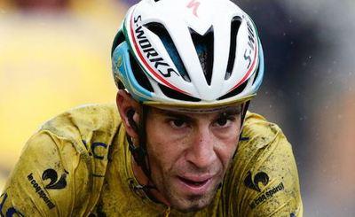 دوچرخهسوار ایتالیایی که رویای مدالآوری در المپیک داشت به خاطر شکستگی ترقوه رویاهاش نقش بر آب شد. وینچنزو نیبالی یکی از دوچرخهسوار المپیک با سقوط وحشتناک از روی دوچرخه دچار آسیب دیدگی و ترقوه او در طول مسابقه جاده مردان دچار شکستگی شد. در این مسابقه دوچرخهسوارهای زیادی مصدوم شدند و سرجیو هنائوا کلمبیایی نیز سقوط کرد، لگنش شکست و قفسه سینهاش متورم شد. نیبالی برای جراحی به ایتالیا بازگشت و بسیاری بر این باور هستند جادههای ریو مقصر اصلی مصدومیت زیاد دوچرخهسواران در این دوره المپیک است.کریس بردمن، کارشناس دوچرخهسواری و دوچرخهسوار سابق المپیکی گفت: من از لحاظ فنی جادهها را بررسی کردم دوچرخهسواری در جادههای ریو بسیار خطرناک است. من مطمئن بودم اگر کسی از دوچرخهاش سقوط کند به احتمال زیاد دچار آسیب دیدگی میشود.