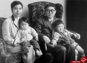 شینزو آبه نخست وزیر ژاپن در دوران کودکی. شینتارو آبه پدر وی، در سال های ۱۹۸۲ تا ۱۹۸۶ نخست وزیر کشور بود. آنگ سان سوچی مشاور دولت میانمار در سن ۶ سالگی. او در سال ۱۹۹۱ میلادی جایزه صلح نوبل را از آن خود کرد، اما بعدها به خاطر صحبت با گروه های اقلیت مورد سرزنش قرار گرفت.