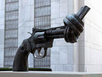 «تفنگ گره خورده»، واقع در نیویورک، ایالات متحده آمریکا